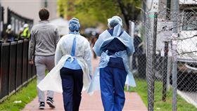 美國醫療體系承載力低  面對疫情措手不及相關數據顯示,美國醫師、病床與人口比率低於義大利及西班牙等其他武漢肺炎疫情災區,大量湧入的病患令當地醫療院所難以負荷。中央社記者徐薇婷華盛頓攝  109年4月2日