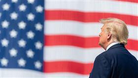 美國14日通報2228起武漢肺炎相關死亡病例。不過,總統川普仍說,美國「非常快」就能解除封鎖狀態。(圖取自facebook.com/WhiteHouse)