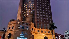 ▲香格里拉台北遠東國際大飯店每晚點燈「現愛心」!(圖/台北遠東飯店提供)
