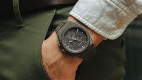 ▲EFY EL PRIMERO 21 LAND ROVER DEFENDER聯名限量腕錶。(圖/ZENITH提供)