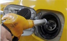 油價16日下跌,連續第2個交易日收於每桶20美元以下。(中央社檔案照片)