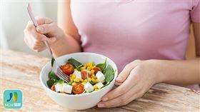 名家專用/NOW健康/婦人因長期茹素,缺乏攝取肉類中的維生素B12,進而導致聽神經萎縮退化。(勿用)