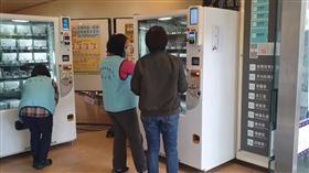 信義區健服中心/口罩販賣機(截圖黃珊珊臉書影片)