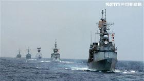 各軍艦聯合實施海空操演。(記者邱榮吉/花蓮外海拍攝)