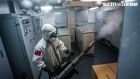 陸軍39化兵群於19日執行海軍磐石軍艦消毒作業(圖/國防部提供)