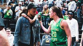 柯瑞哭哭!女籃超新星捨UA簽約耐吉 WNBA,紐約自由人,Sabrina Ionescu,NIKE,Stephen Curry,Under Armour 翻攝自推特