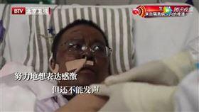 根據中國環球時報報導,兩名染武漢肺炎的湖北省醫師雖然逃過死劫,卻全身暗沉整臉發黑。(圖/翻攝自騰訊視頻網頁v.qq.com)
