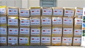 28萬片口罩在17日運抵巴拉圭(圖/翻攝自美國駐巴拉圭大使麥克蘭尼(Lee McClenny)推特)
