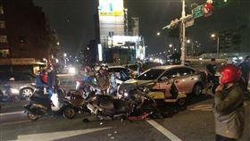 士林,酒駕,車禍,連撞,機車(圖/翻攝畫面)