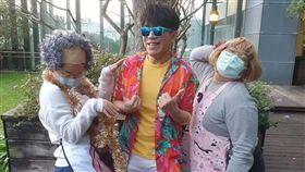 ▲許志豪與兩位舞者。(圖/怡佳娛樂提供)