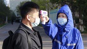 ▲朝鮮北韓最高領導人金正恩被報導心血管手術,美聯社從平壤發相片是大學生戴口罩。(圖/美聯社/達志影像)