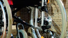 輪椅,出院,陳屍,路邊(翻攝自 Pixabay)