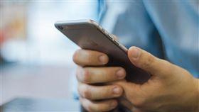 一家網路安全公司表示,蘋果製造的iPhone存在安全漏洞,恐已有超過5億支手機遭駭客竊取資料;蘋果承認iPhone有漏洞。(圖取自Pixabay圖庫)