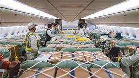 首次客艙載貨!長榮航空機椅裝載「大陸口罩、醫療物資」