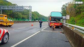 國道一號事故,遊覽車衝對向/民眾提供