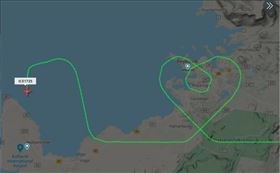 為醫護加油!機長用航線畫「愛心」…飛機上載滿滿防護用具 航線,冰島,愛心 圖/翻攝自@flightradar24推特
