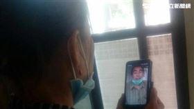 印尼籍女看護想見丈夫最後一面,遂自行前往移民署投案。(圖/翻攝畫面)