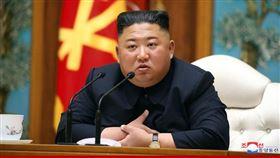 北韓領導人金正恩神隱多日並傳出病危,有日媒驚爆他已成植物人。圖為金正恩出席11日主持勞動黨政治局會議。(圖/翻攝自北韓中央通信社網頁kcna.kp)