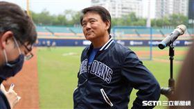 ▲富邦悍將總教練洪一中賽前受訪。(圖/記者劉彥池攝影)
