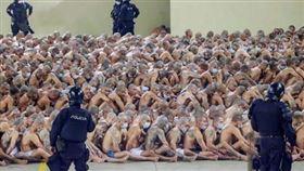▲薩爾瓦多監獄最緊急狀態,遏制黑幫暴力。(圖/翻攝自推特)