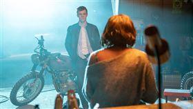 《觸不到的愛》由亞莉珊卓希普(Alexandra Shipp)及尼可拉斯漢米頓(Nicholas Hamilton)主演 威視電影提供