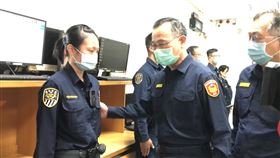 警政署長陳家欽前往台北分駐所慰問。(圖/記者楊忠翰攝影)