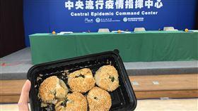凱撒飯店,中華奧會送酥餅給指揮中心,記者花芸曦攝影