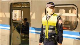 高雄,鐵路警察,李承翰,銅像,揭牌,母親