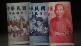 新台幣升至一個半月高點台北外匯市場新台幣兌美元5日收盤收29.960元,升7.8分,成交金額10.63億美元,達到一個半月來的高點。中央社記者徐肇昌攝 109年3月5日