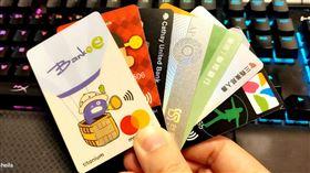 「繳稅神卡」攻略!兆豐國泰玉山12期零利率 它回饋最高 各家信用卡 記者許雅惠攝影