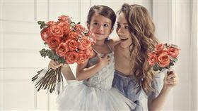 瑞莎與三歲女兒Nika。(圖/Flowerflower花的提供)