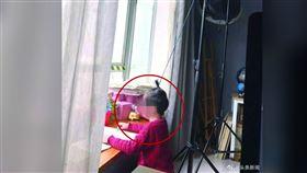 逼6歲兒去撞牆「練鐵頭功」!狠父:我小時候也這樣(圖/翻攝自頭條新聞)