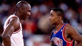 Michael Jordan與Isiah Thomas。(圖/翻攝自推特)