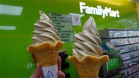 全家鐵觀音霜淇淋。(圖/超商提供)