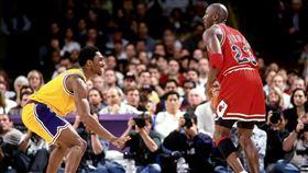 Kobe Bryant與Michael Jordan。(圖/翻攝自NBA官方推特)