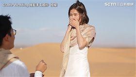 撒哈拉沙漠求婚浪漫爆表 男友威脅告白她淚崩點頭答應