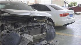 開車釀追撞,奧迪車主竟對受損日產轎車車主狂妄說出「你這輛車多少錢?」當場把車買了下來。(圖/翻攝自桂林生活網)