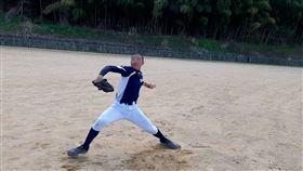 ▲留日棒球小將高翊瑋(左起)、陳政逸、江石佑停課期間仍勤練棒球。頂新和德文教基金會提供