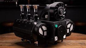 ▲保時捷引擎造型RS Black Edition咖啡機。(圖/翻攝Super Veloce網站)