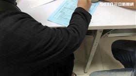 台中西屯區公所萬元紓困金補助申請/記者張雅筑攝