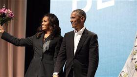 美國前總統歐巴馬將與蜜雪兒伉儷出席5月中與6月初兩場線上聯合畢業典禮,向2020中學與大學畢業生致敬。(圖取自推特twitter.com/MichelleObama)