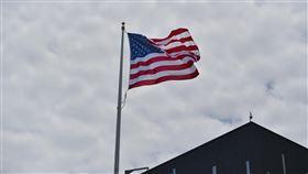 AIT新館落成  美國國旗飄揚(2)歷時9年、耗資約2.55億美元(約新台幣76億元)打造的美國在台協會內湖新館12日落成,美國國旗隨風飄揚。中央社記者王飛華攝  107年6月12日