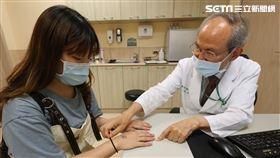 亞洲大學附屬醫院,蔡肇基,乳膠手套,乳膠過敏,防疫 圖/亞大醫院提供
