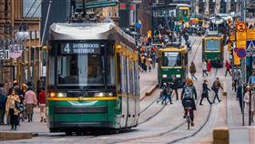 芬蘭政府進行為期兩年的實驗,隨機挑選一群失業民眾,無條件支付他們不必納稅的月薪560歐元(約新台幣1萬8164元)。(示意圖/圖取自Unsplash圖庫)