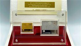 中華郵政開賣金銀鑄錠。(圖/中華郵政提供)