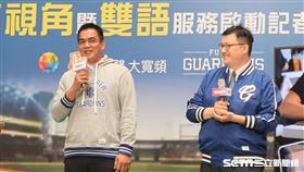 富邦悍將顧問陳金鋒和英文主播王雲慶。(圖/記者王怡翔攝影)