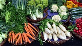 以前都吃錯?她曝「XX菜」多這步驟變超嫩 網全推爆(圖/翻攝自Pixabay) 花椰菜、蔬菜、水果、白蘿蔔、紅蘿蔔