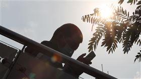 全台氣溫偏高 晴朗炎熱(1)中央氣象局表示,5日全台氣溫偏高,主要是天氣晴朗炎熱及西南風沉降影響,並發布中部、南部、花東8縣市高溫燈號。中央社記者王騰毅攝 109年5月5日