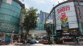 新加坡慕斯達法購物中心超市限制人流