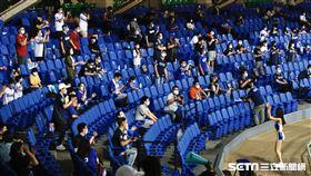 ▲富邦悍將開放1000位球迷進場。(圖/記者林聖凱攝影)